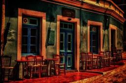 Restaurante pintoresco con sillas